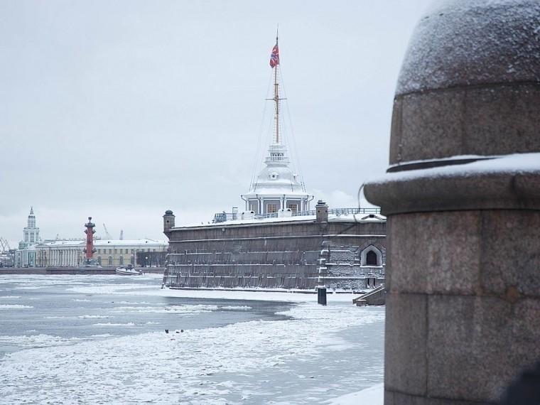 провалившийся лед невы пенсионер вызвал спасателей