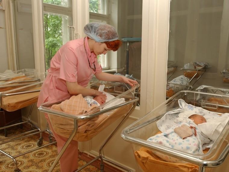 Россиянки стали рожать первенца напять лет позже— Росстат