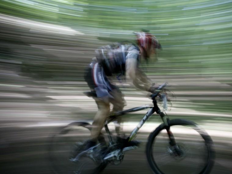 Российский велогонщик попал под колеса автомобиля вИспании