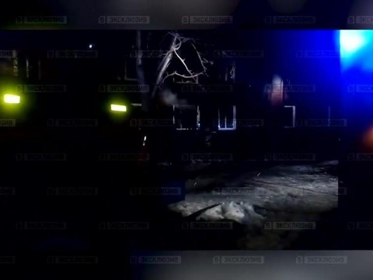 Пятый канал публикует кадры серьезного ночного пожара вПетрозаводске