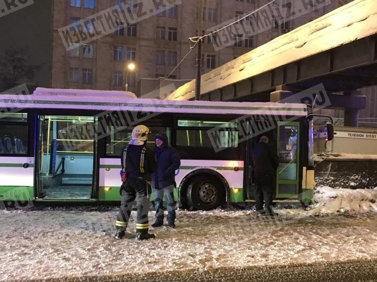 11 человек пострадали в итоге наезда автобуса набордюр в столицеРФ