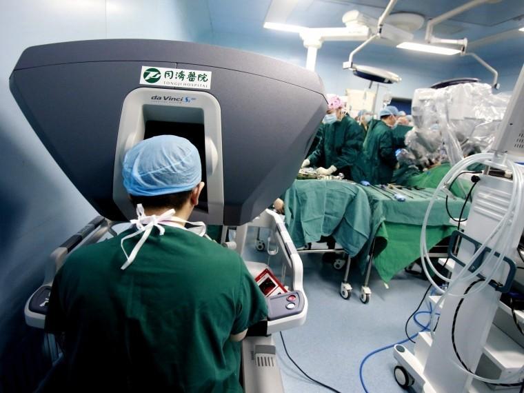 ВМоскве робот прооперировал 216-килограммовую пациентку