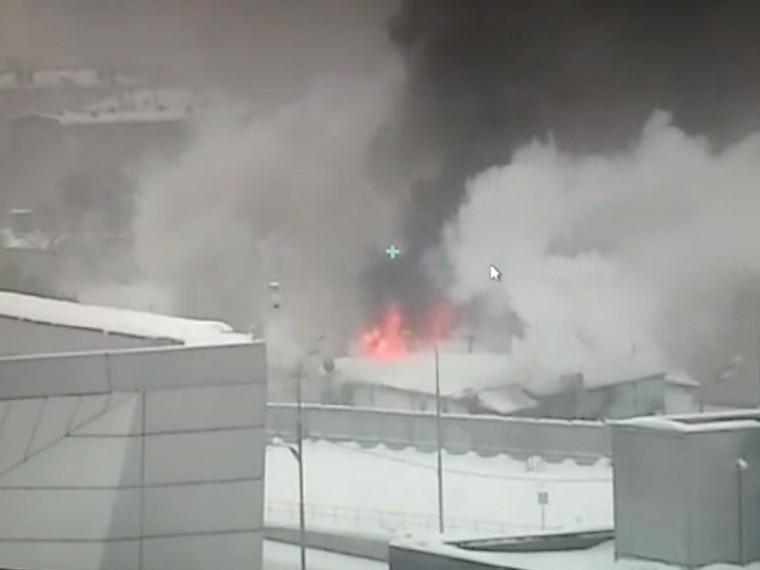 Пятый канал публикует первое видео сместа пожара вгаражном кооперативе наюго-западе Москвы