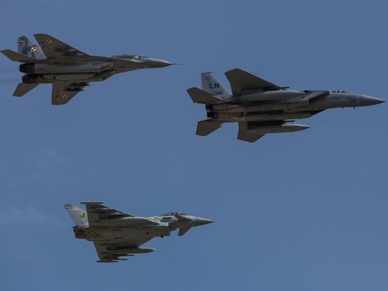 Военные самолеты США провели масштабную разведку упобережья Крыма