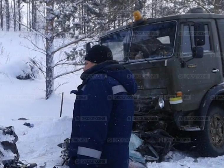 Пятый канал публикует первые фото сместа жуткого ДТП вКрасноярском крае, где погибли семь человек