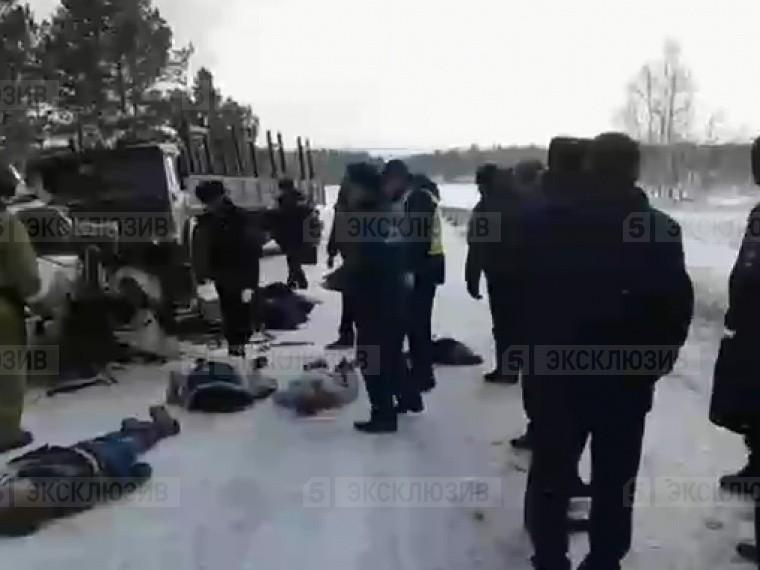 Пятый канал публикует эксклюзивное видео сместа смертельного ДТП вКрасноярском крае