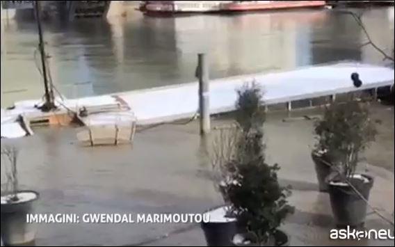 Жилая баржа, оборудованная ЛеКорбюзье, утонула вцентре Парижа