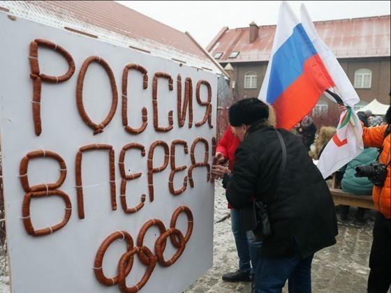 Мастера колбасного дела изКалининграда приготовили батон весом 135кг