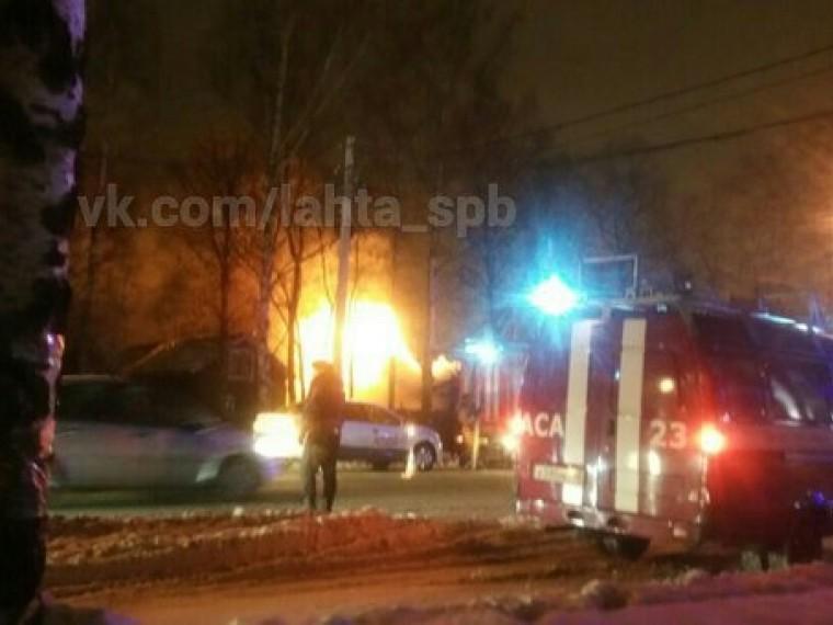 Лахтинские бани загорелись утром вПетербурге