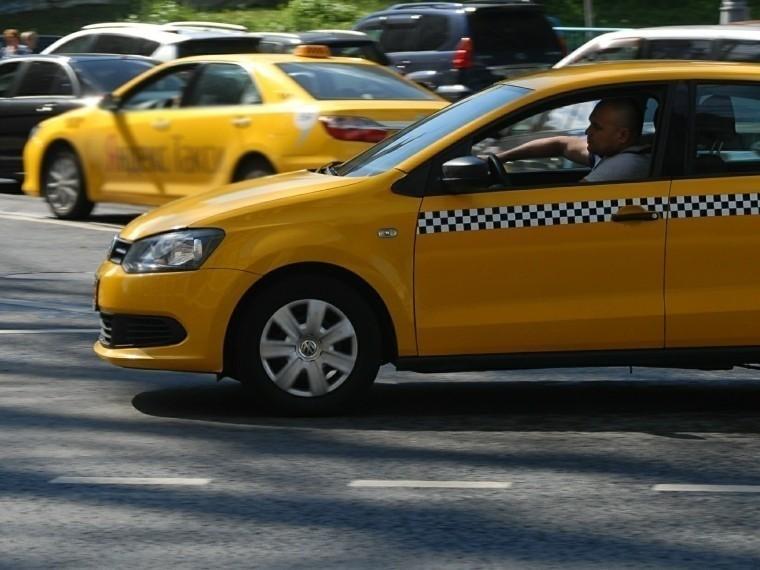 Столичный таксист, который выкинул девушку надорогу, рассказал свою версию случившегося