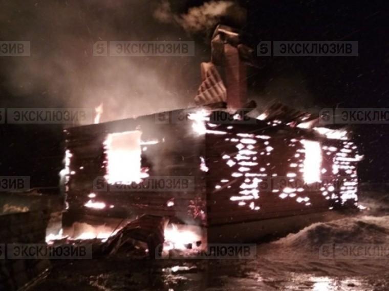 ВЕкатеринбурге горят сразу три садовых дома— первые фото