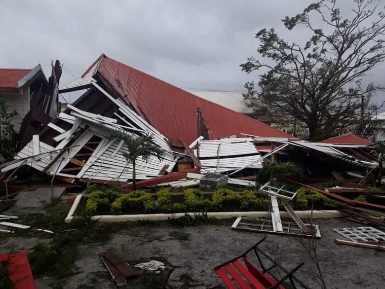 Видео: Мощнейший тропический циклон «Гита» обрушился нагосударство Тонга