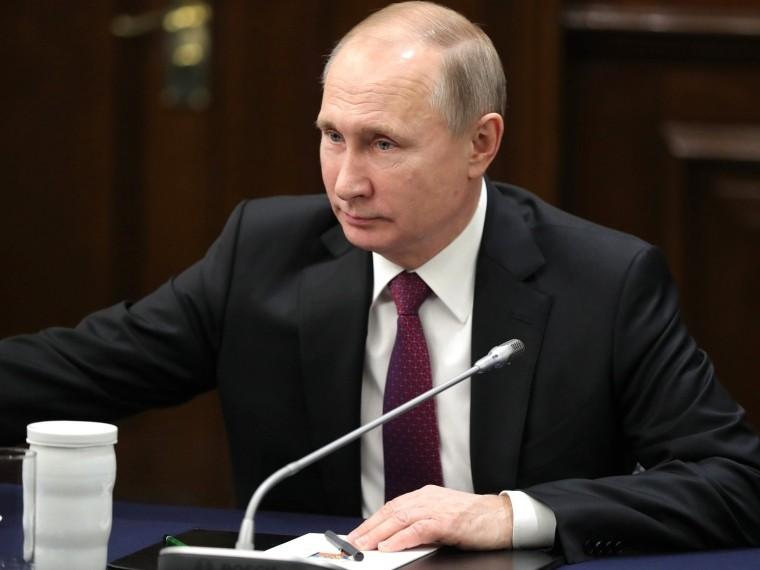 Песков сообщил, что из-за простуды Путин старается минимизировать свое появление впубличных местах
