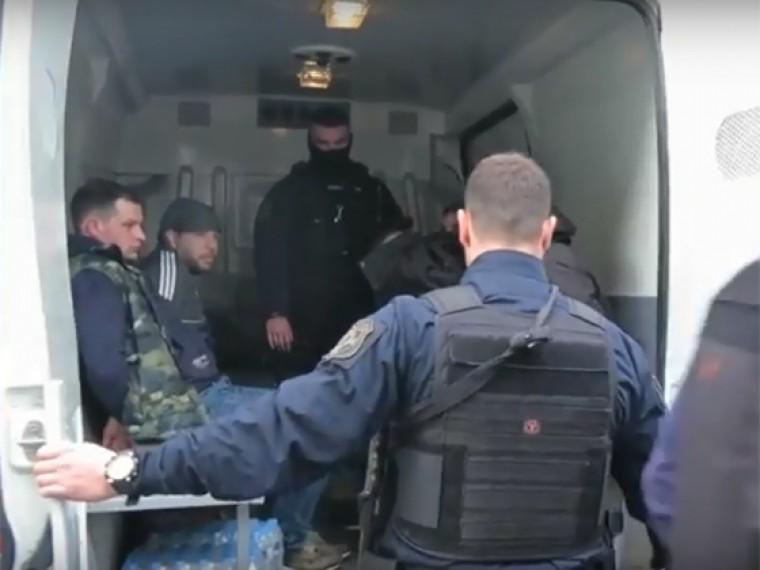 Нападение озверевших украинских фанатов нароссиян вГреции попало навидео