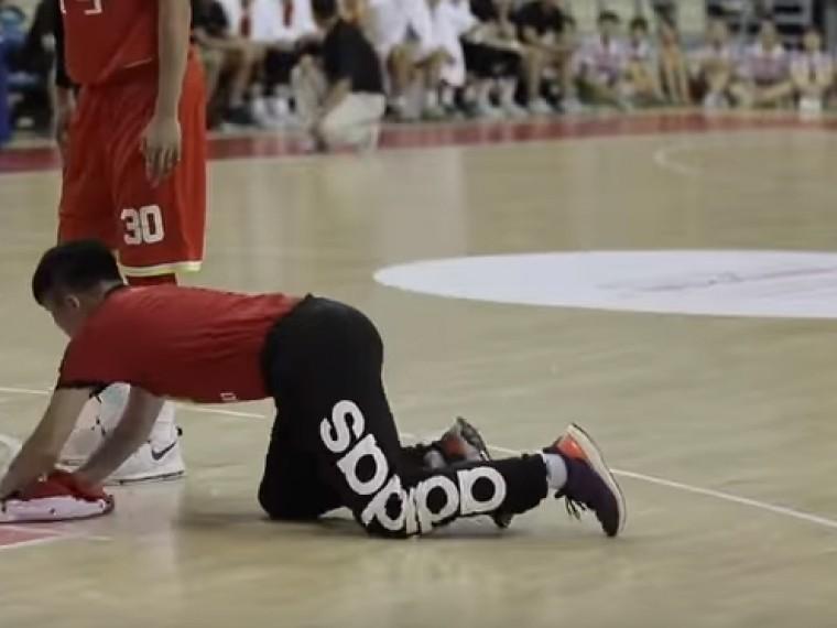 Усердным уборщиком баскетбольных площадок изКитая заинтересовались даже вNBA