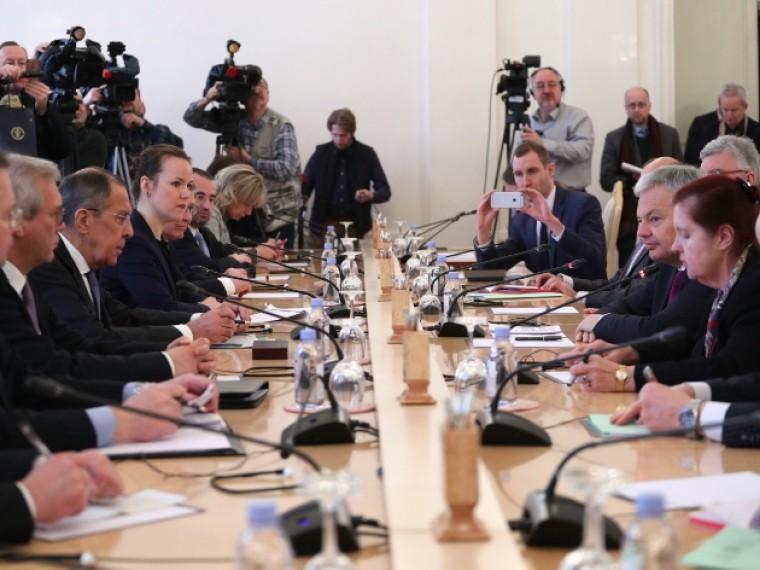 ВМИД РФвозмущены атакой экстремистов наздания Россотрудничества иРЦНК вКиеве