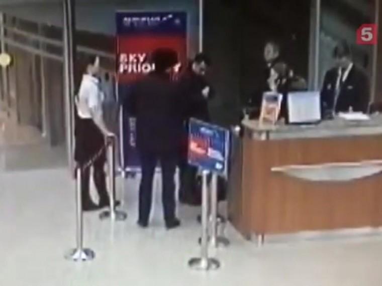 Аэрофлот обнародовал видео, где помощник главы Якутии получает посадочные талоны