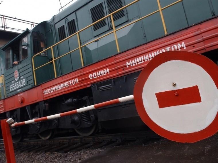 поезд сбил легковой автомобиль переезде оренбуржье