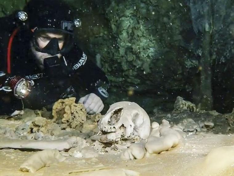 Вподводной пещере нашли останки человека возрастом десять тысяч лет