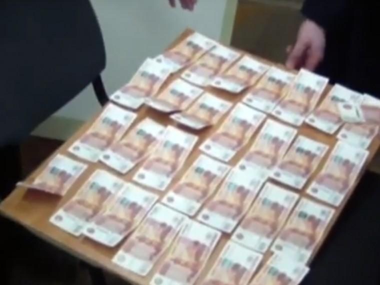 сотрудник исполкома набережных челнах попался получении крупной взятки