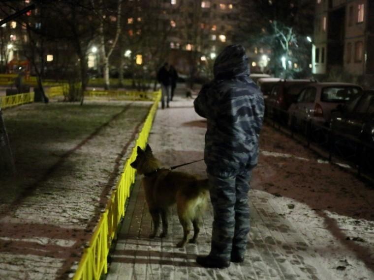 Вприпаркованной вцентре Петербурга машине нашли мертвого иностранца