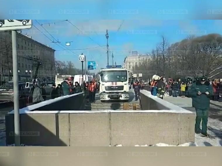 Заехавший впереход устанции «Московская» водитель хотел проверить проходимость своего авто