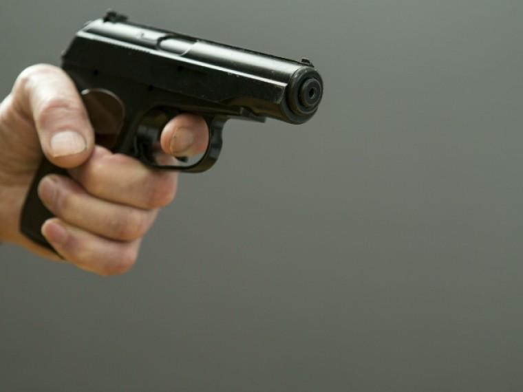 Озверевший украинец дважды выстрелил своей возлюбленной вголову