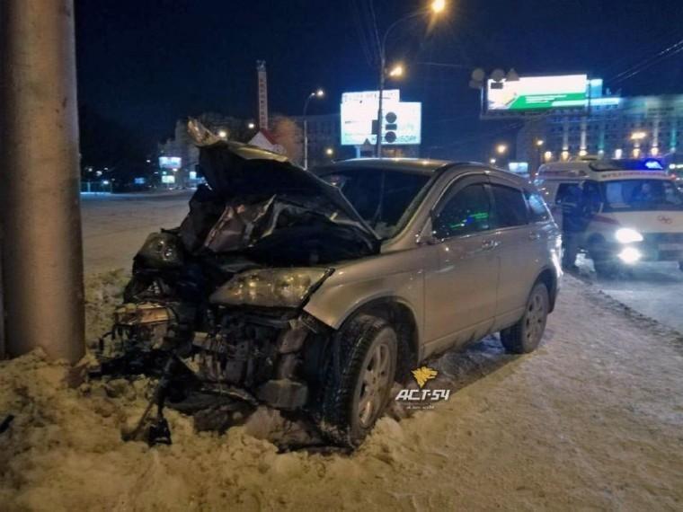 Автомобиль наскорости влетел втолпу людей вНовосибирске— погибли двое
