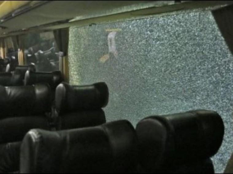 Украинские фанаты атаковали автобус греческихболельщиков вКиеве