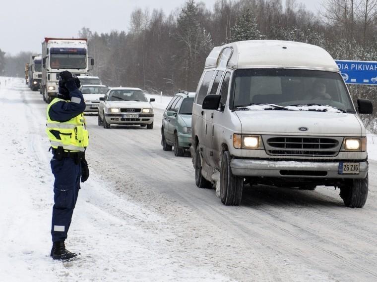 Взбунтовавшиеся эстонцы массово «мигрировали» вЛатвию заалкоголем