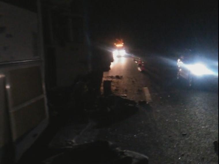 Четыре человека погибли при столкновении рейсового автобуса сгрузовиком под Воронежем— кадры сместа