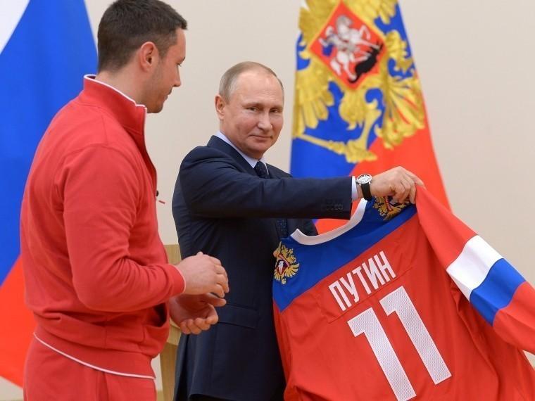 «Яркий ориентир для молодых»— Путин поздравил российских хоккеистов спобедой наОИ