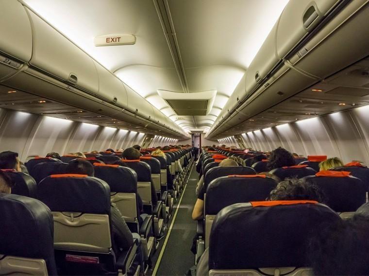 «Душил бортпроводника иматом ругался»— вНовосибирске приземлился самолет снеадекватным пассажиром