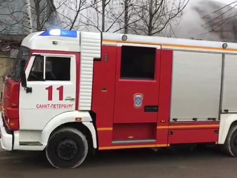 севере петербурга повышенному номеру тушат пожар промзоне таможенным
