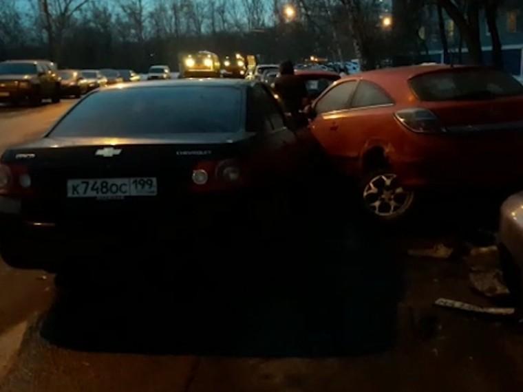 видео водитель потерявший сознание рулем протаранил машин москве