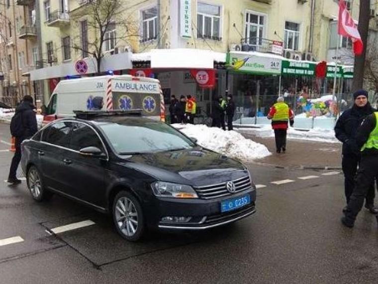 автомобиль кортежа порошенко сбил пенсионера киеве