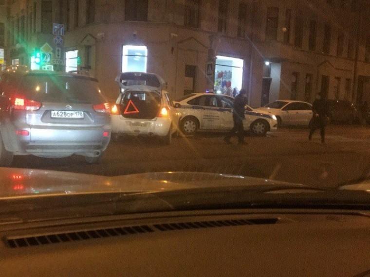 ВПетербурге легковушка протаранила автомобиль ППС— первые фото