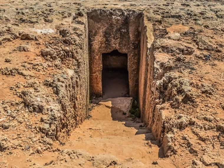 Известный британский археолог оказался фальсификатором