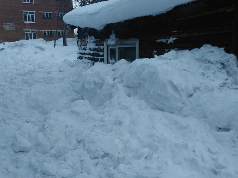 молодая учительница едва погибла снежной лавины крыши