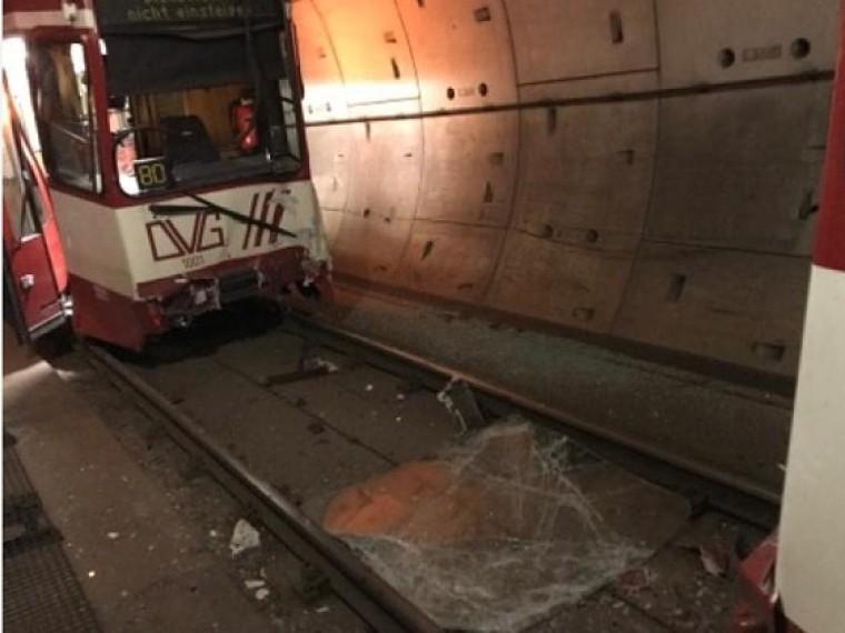 первые кадры германии столкнулись поезда