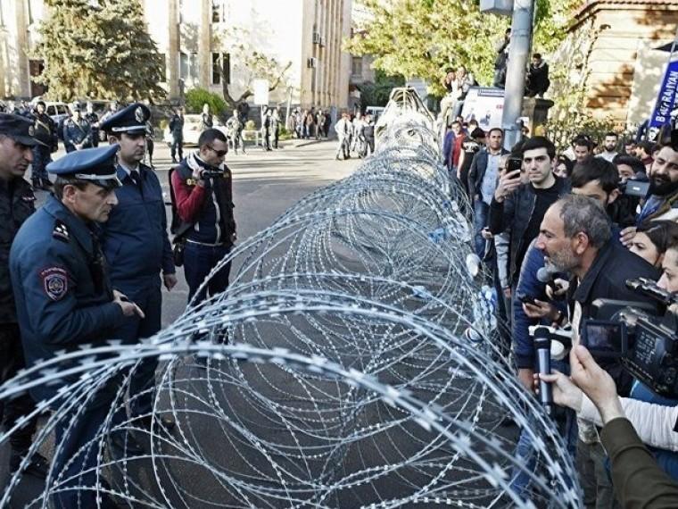 лидер оппозиции объявил начале бархатной революции армении