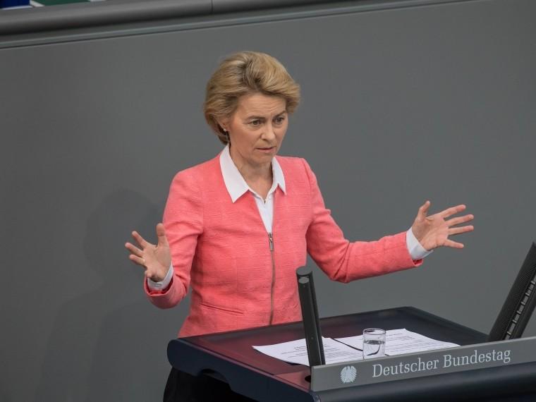 министр обороны германии призвала усилить давление россию