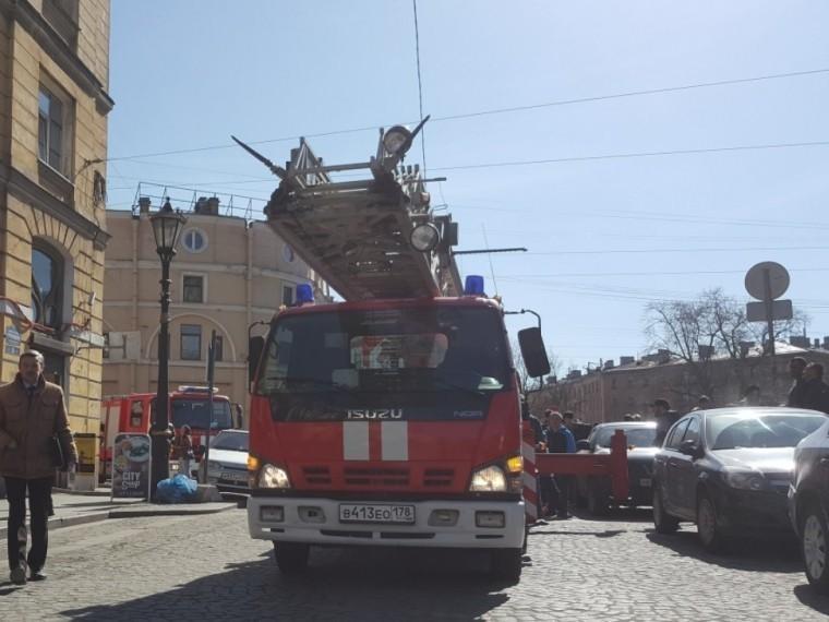 центре петербурга горело историческое здание видео