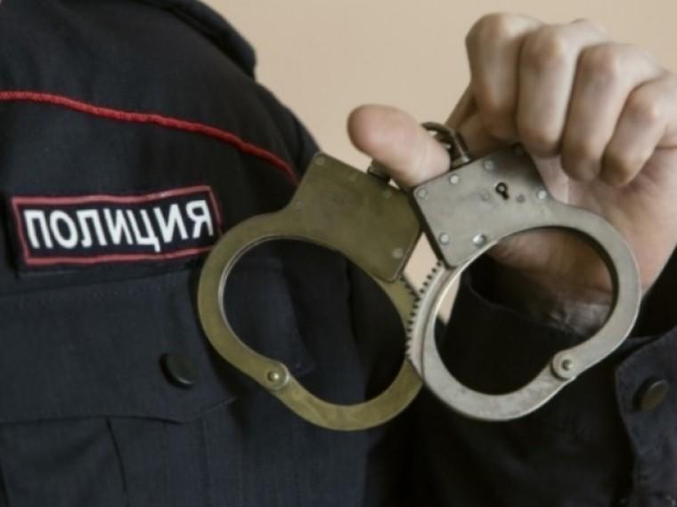 Прокурор жестоко избил соседку инаступил наеёребенка вЮгре