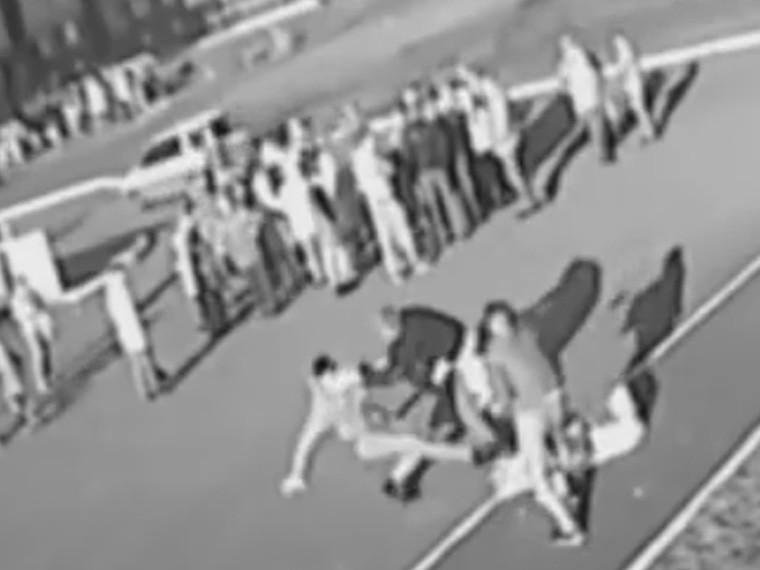 неадекватный дебошир избил мужчину младенцем кемерово