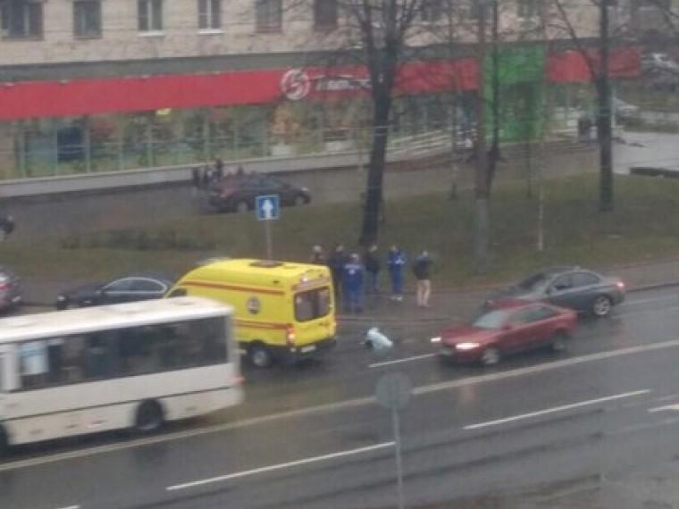 девушка погибла колесами автомобиля петербурге