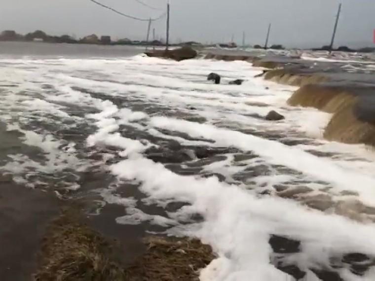поселок якутии вот-вот снесен льдом реки видео