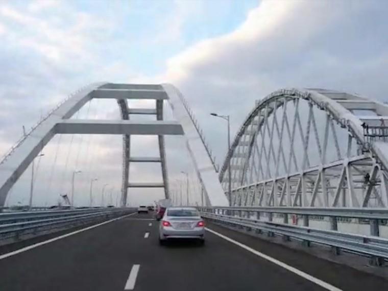 Автомобильное движение поКрымскому мосту открыто— первое видео