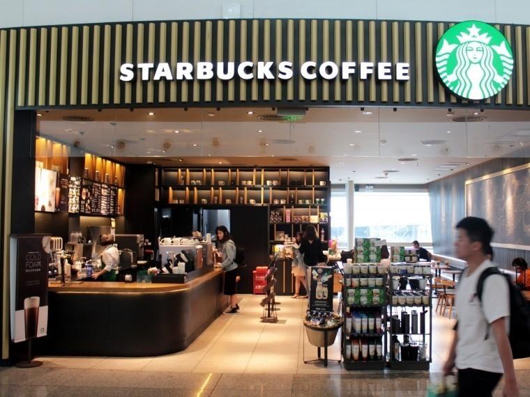starbucks разрешила сидеть кафе заказывает