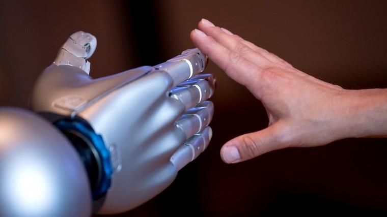 Японцы создали робота смышцами